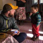 Splitboard expedition Mongolia - Meeting the locals - Pic: Mirte van Dijk
