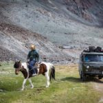 Splitboard expedition Mongolia - Meeting real cowboys and taking their horses for a ride - Pic: Mirte van Dijk